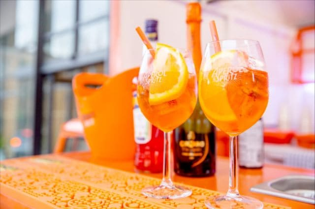 WHY YOUR NEXT EVENT SHOULD INCLUDE APEROL SPRITZ drinks